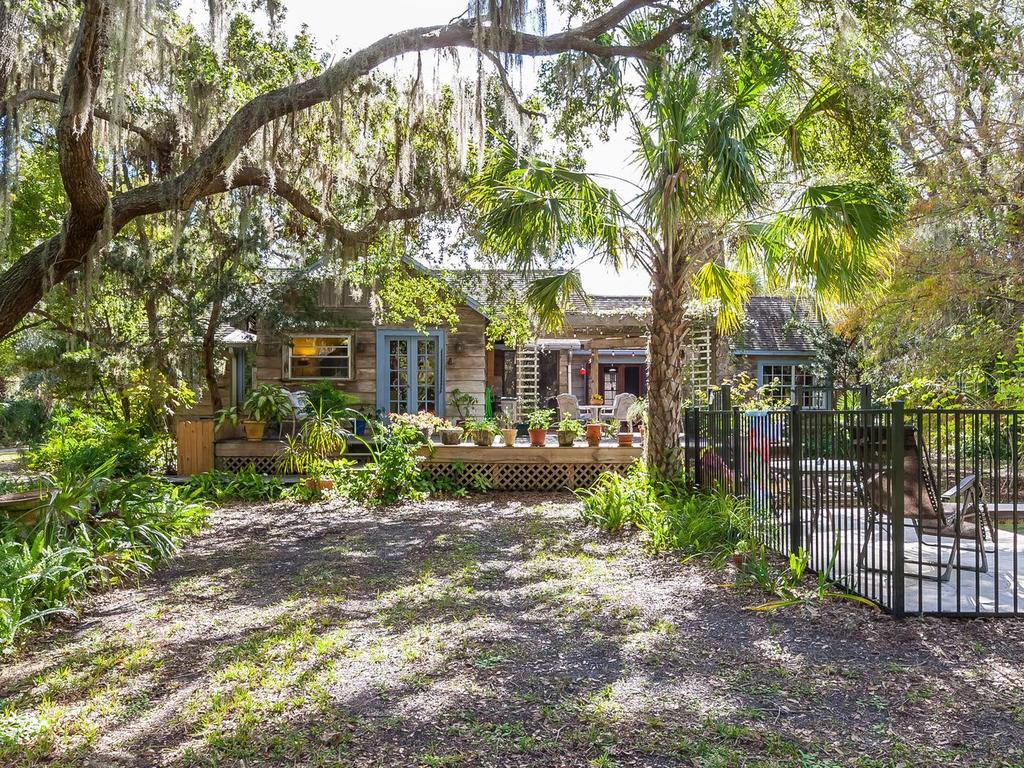 Single Family Home for sale at 871 Trotter St, Nokomis, FL 34275 - MLS Number is A4206522