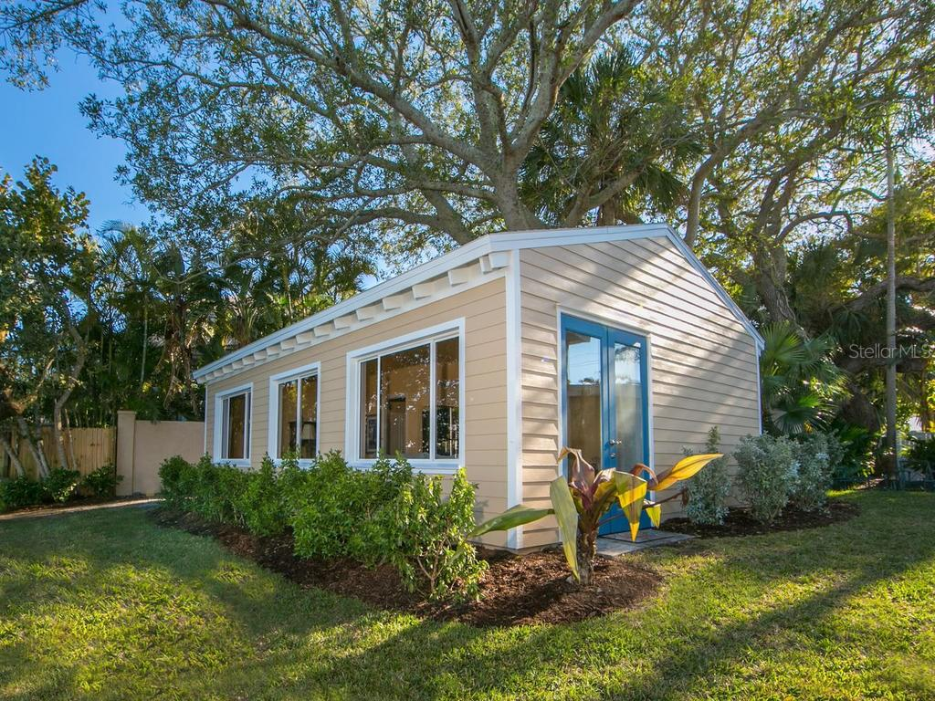Guest house - Single Family Home for sale at 8101 Midnight Pass Rd, Sarasota, FL 34242 - MLS Number is A4206718