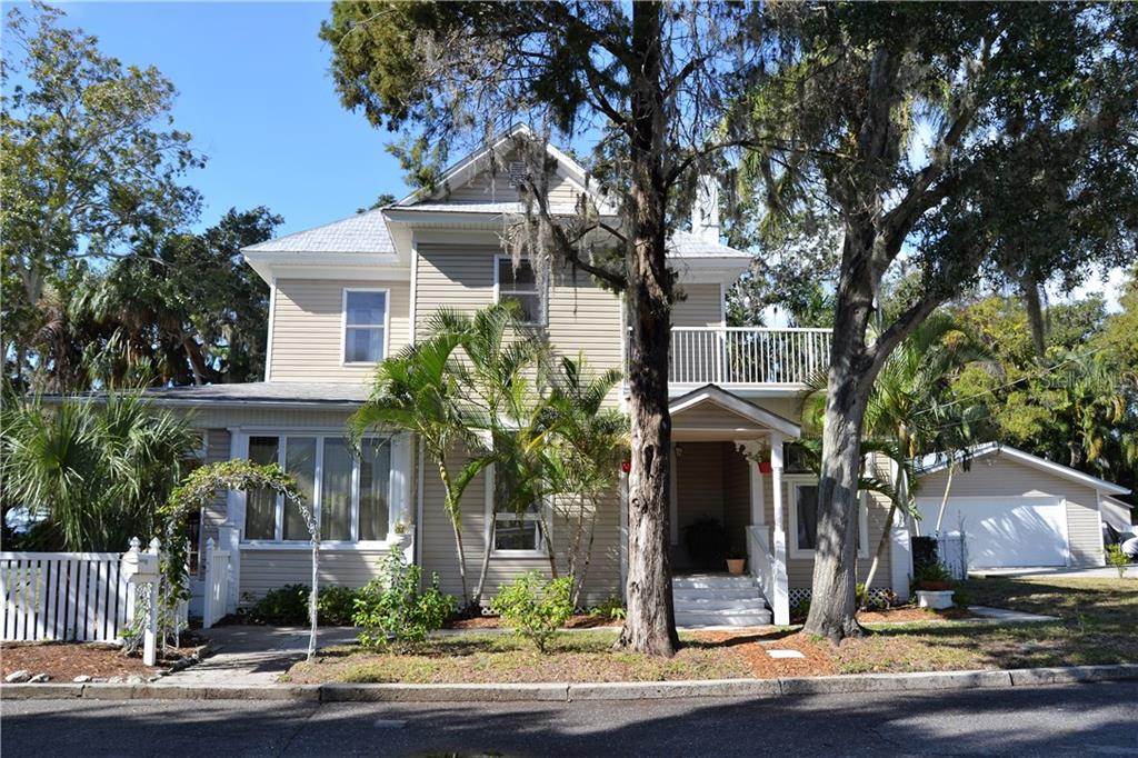 Single Family Home for sale at 307 15th Ave W, Palmetto, FL 34221 - MLS Number is A4206954