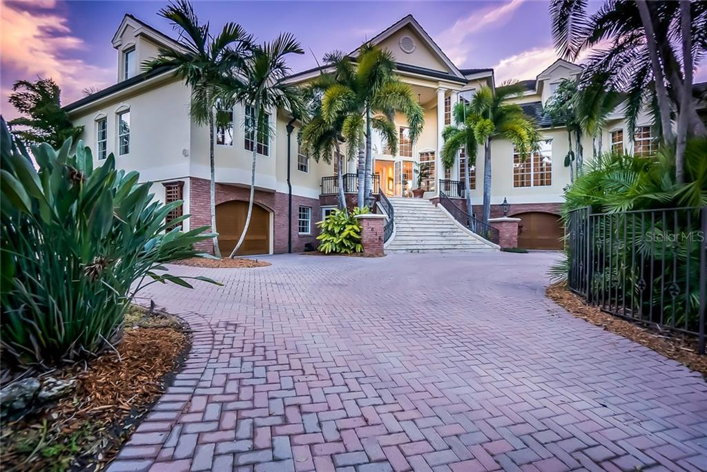 Single Family Home for sale at 1616 Stanford Ln, Sarasota, FL 34231 - MLS Number is A4208109