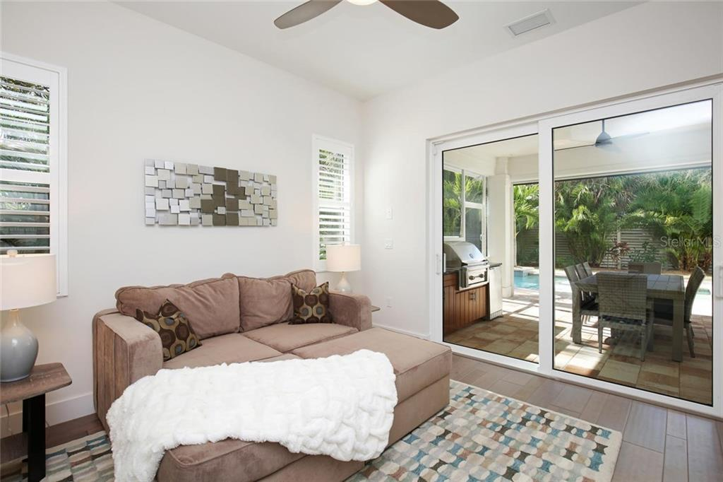 Single Family Home for sale at 1614 Kenilworth St, Sarasota, FL 34231 - MLS Number is A4208852