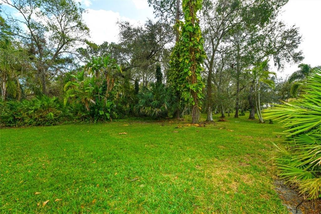 More of the back yard. - Single Family Home for sale at 7536 Weeping Willow Dr, Sarasota, FL 34241 - MLS Number is A4210209