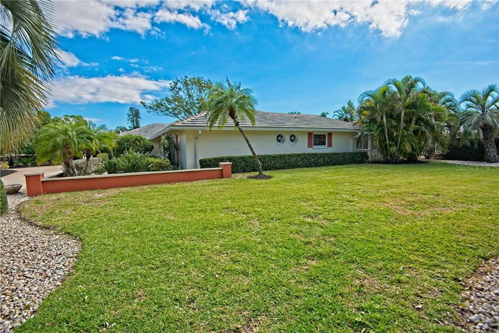 Side yard - Single Family Home for sale at 600 Wild Turkey Ln, Sarasota, FL 34236 - MLS Number is A4210585