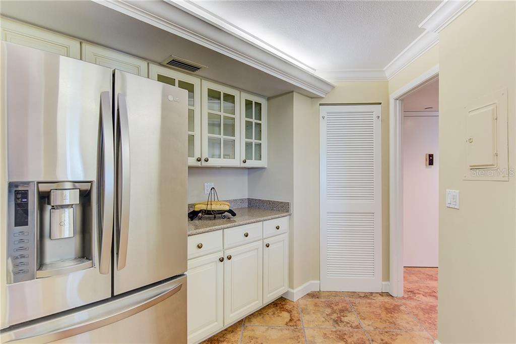 Den Looking Into Dining Room & Kitchen - Condo for sale at 1111 N Gulfstream Ave #7b, Sarasota, FL 34236 - MLS Number is A4212040