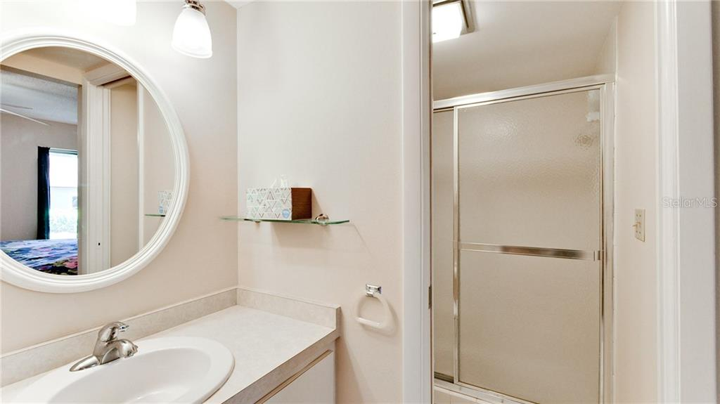 Master bath with walk-in shower. - Condo for sale at 5107 29th St W #n/A, Bradenton, FL 34207 - MLS Number is A4213034