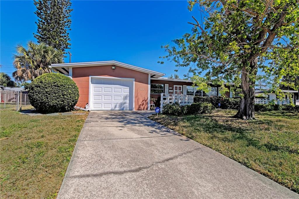 Single Family Home for sale at 5719 25th St W, Bradenton, FL 34207 - MLS Number is A4213272