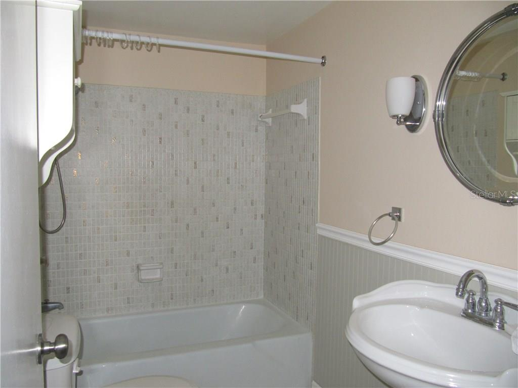 Main Bath with Tub - Condo for sale at 3465 Bee Ridge Rd #323, Sarasota, FL 34239 - MLS Number is A4213622