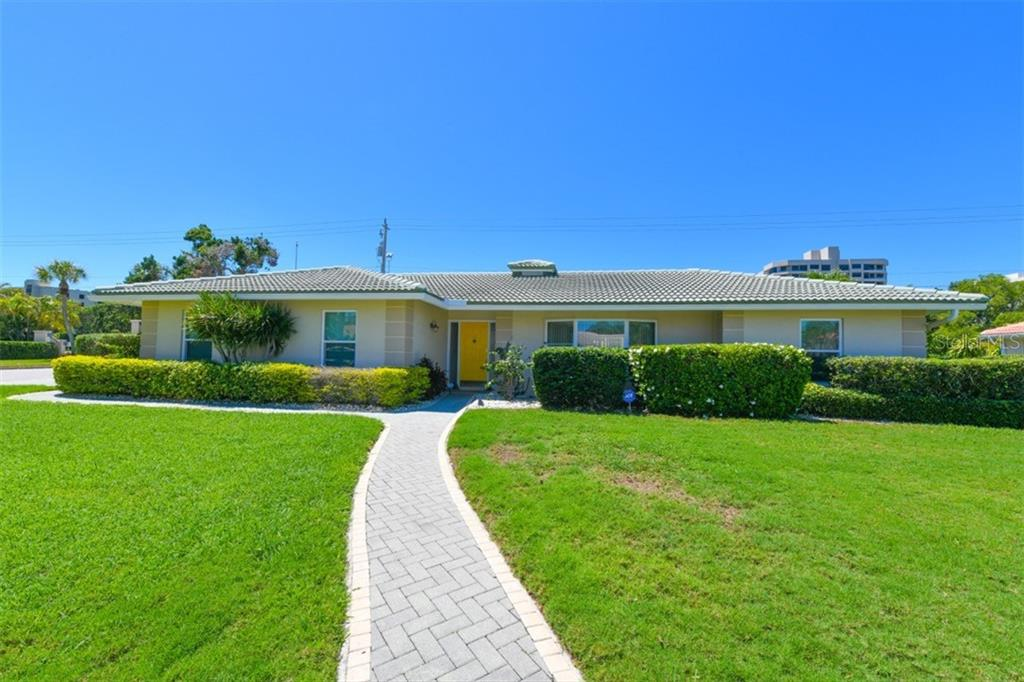New Supplement - Single Family Home for sale at 1150 Bogey Ln, Longboat Key, FL 34228 - MLS Number is A4400374