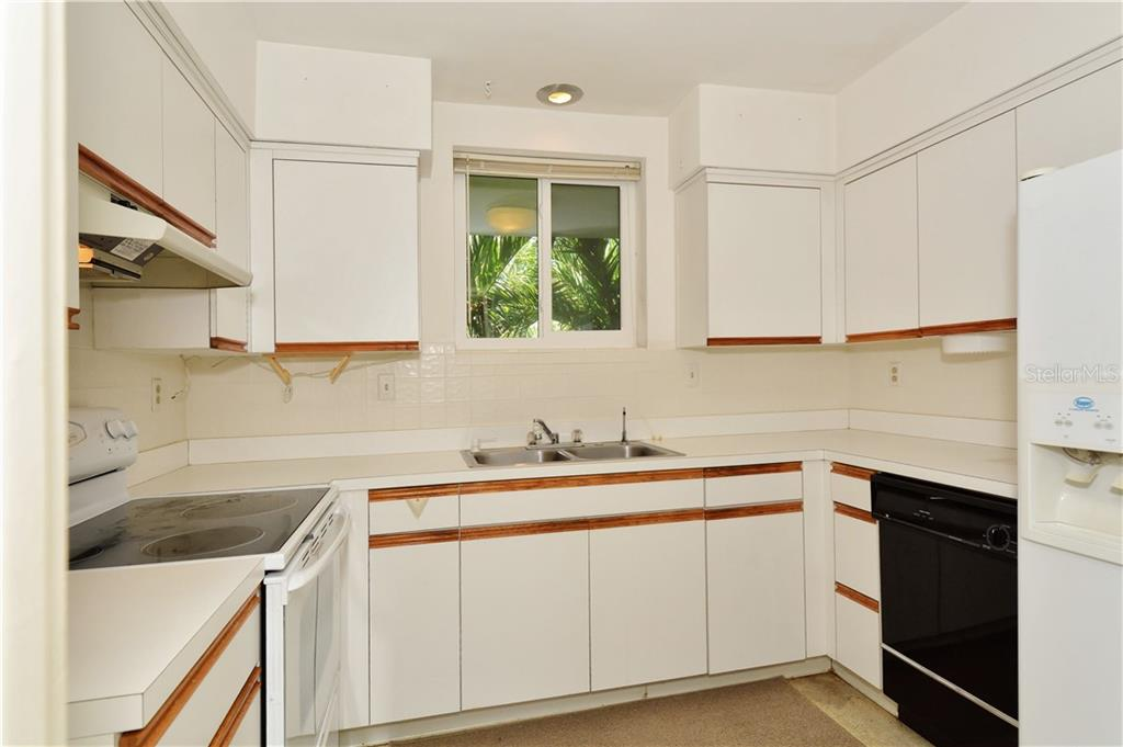 kitchen - Condo for sale at 500 S Washington Dr #3b, Sarasota, FL 34236 - MLS Number is A4403390