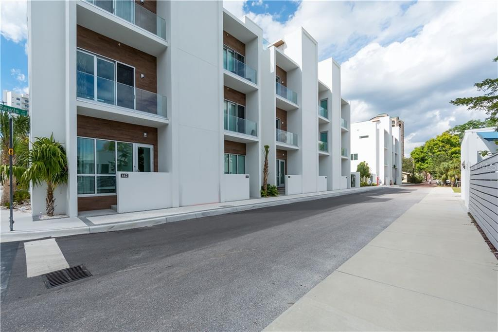 Rawls Ave - Townhouse for sale at 632 S Rawls Ave, Sarasota, FL 34236 - MLS Number is A4404361