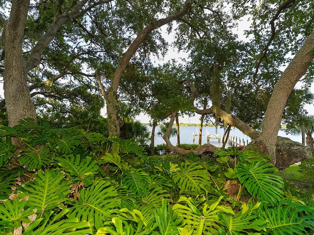Private Dock with Lift and Water Supply - Single Family Home for sale at 916 N Casey Key Rd, Osprey, FL 34229 - MLS Number is A4408082
