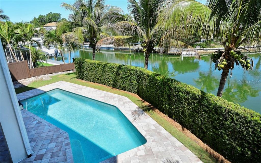 Single Family Home for sale at 750 Siesta Key Cir, Sarasota, FL 34242 - MLS Number is A4408397