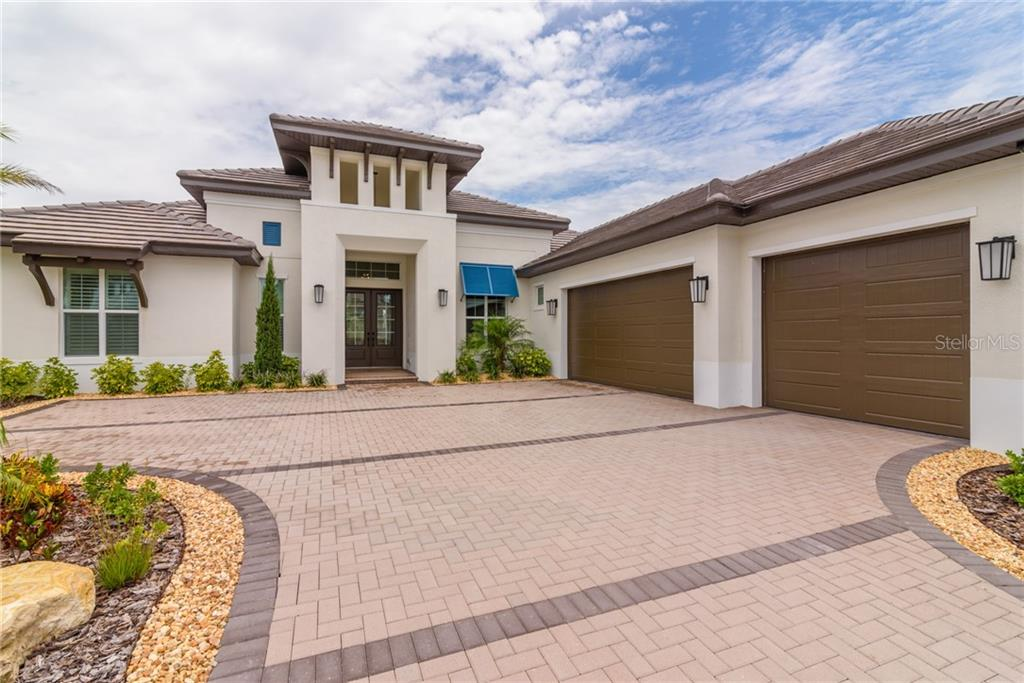 HOA - Single Family Home for sale at 804 Crosswind Ave, Sarasota, FL 34240 - MLS Number is A4408626