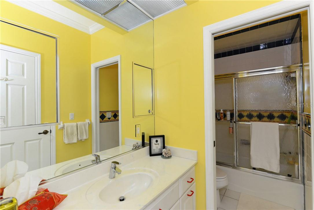 Second bathroom - Single Family Home for sale at 1427 Cedar Bay Ln, Sarasota, FL 34231 - MLS Number is A4408881