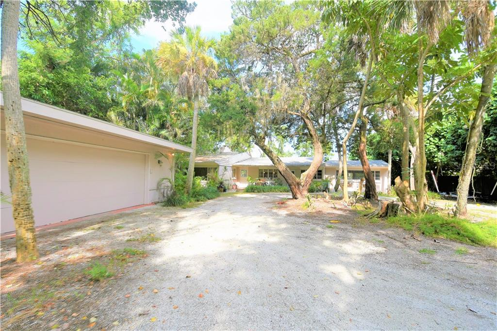 Single Family Home for sale at 4018 Roberts Point Rd, Sarasota, FL 34242 - MLS Number is A4410176