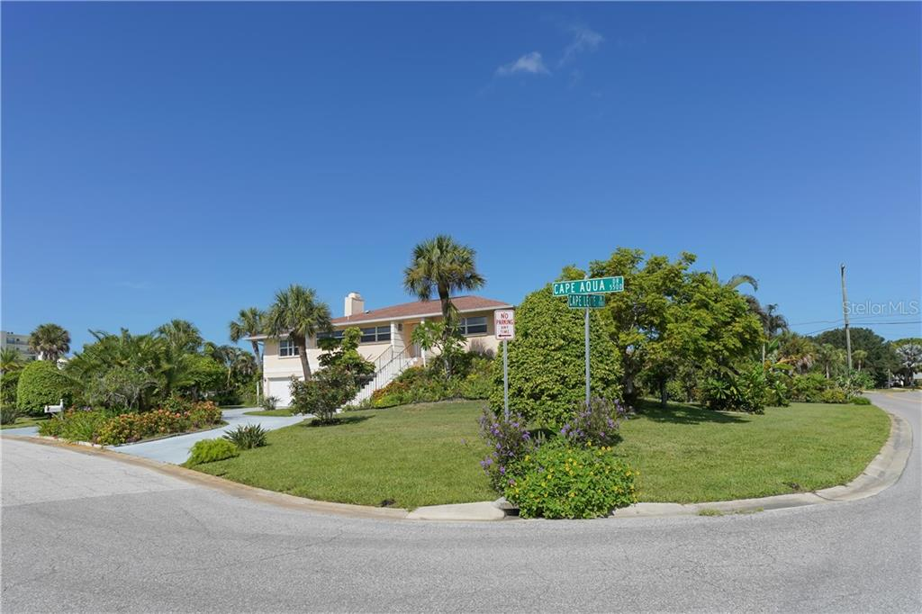 Single Family Home for sale at 5591 Cape Aqua Dr, Sarasota, FL 34242 - MLS Number is A4411099