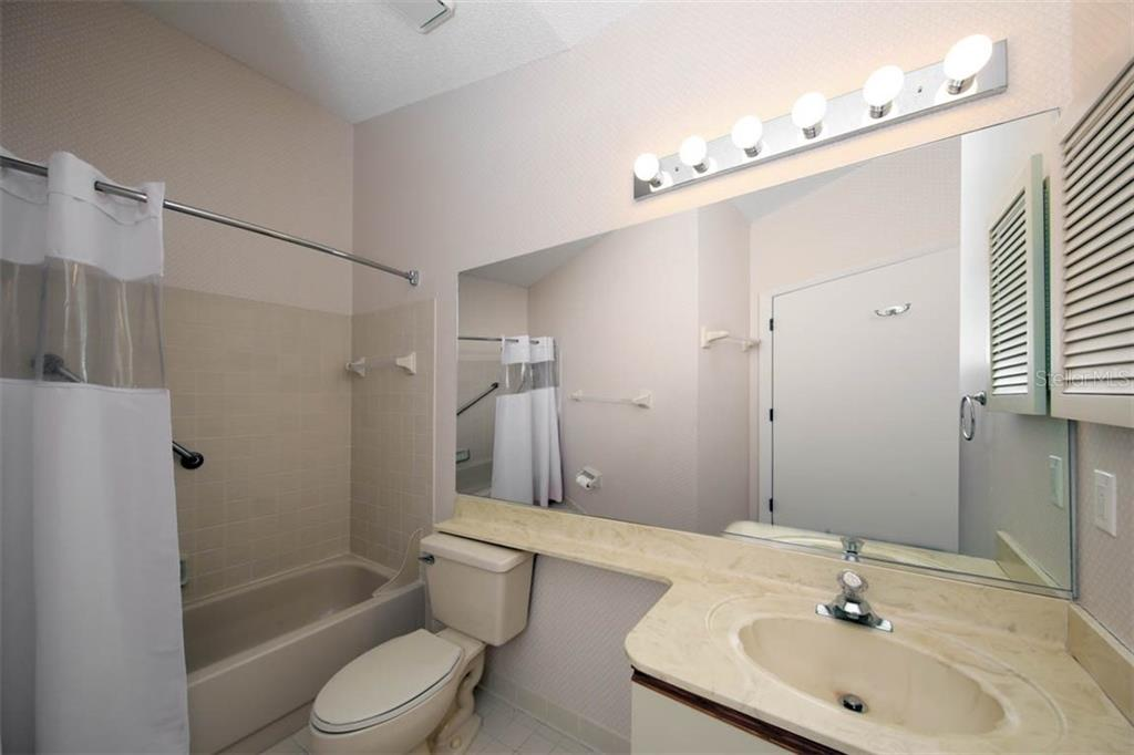 Guest bath features tub/shower combo. - Condo for sale at 1716 Starling Dr #204, Sarasota, FL 34231 - MLS Number is A4412237