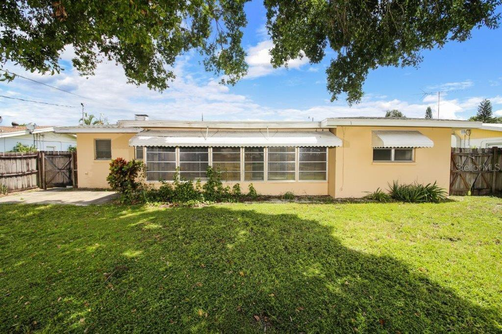 Single Family Home for sale at 4128 Maceachen Blvd, Sarasota, FL 34233 - MLS Number is A4413218