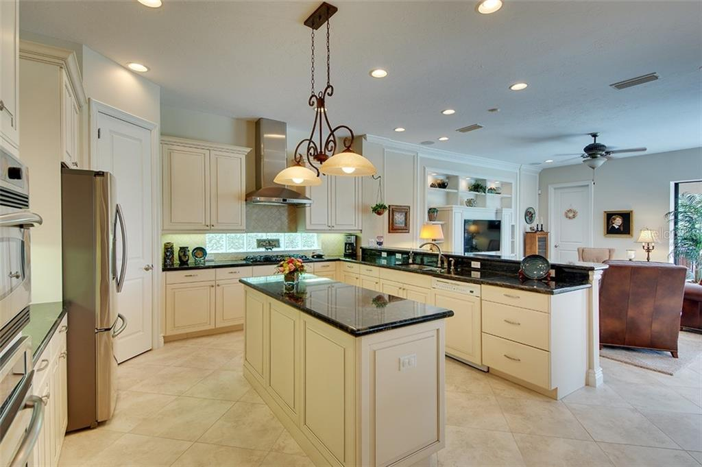 Single Family Home for sale at 7405 Mizner Reserve Ct, Lakewood Ranch, FL 34202 - MLS Number is A4414035