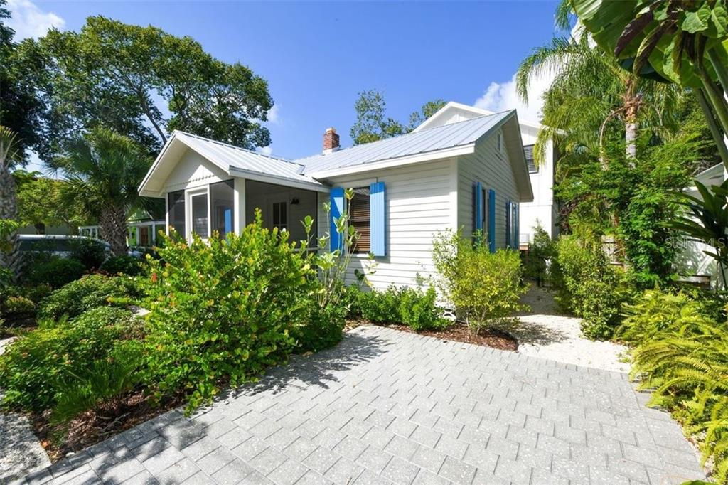 Single Family Home for sale at 550 Ohio Pl, Sarasota, FL 34236 - MLS Number is A4414310