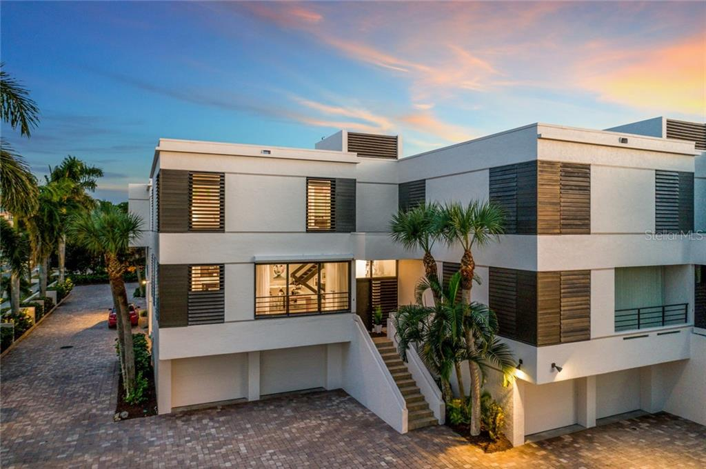Exterior Front - Townhouse for sale at 222 Beach Rd #4, Sarasota, FL 34242 - MLS Number is A4416747