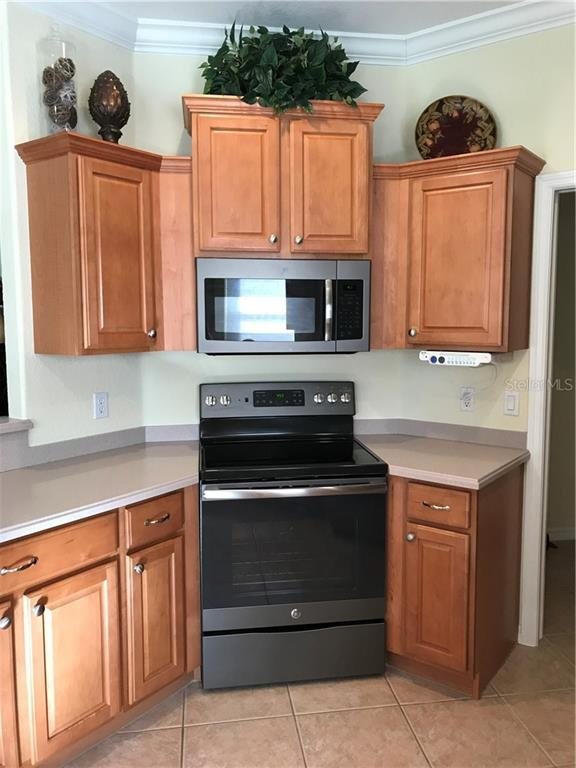Convection oven - part of the new granite colored appliance package. - Villa for sale at 252 Fairway Isles Ln, Bradenton, FL 34212 - MLS Number is A4417217