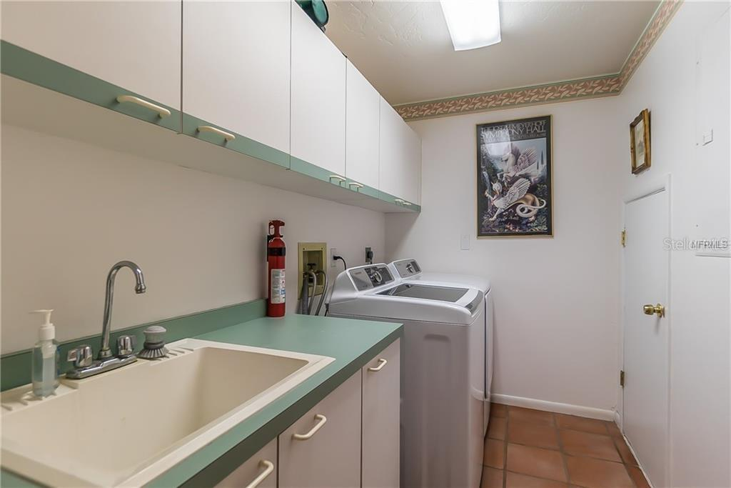 Laundry room with sink - Single Family Home for sale at 4963 Oxford Dr, Sarasota, FL 34242 - MLS Number is A4417783