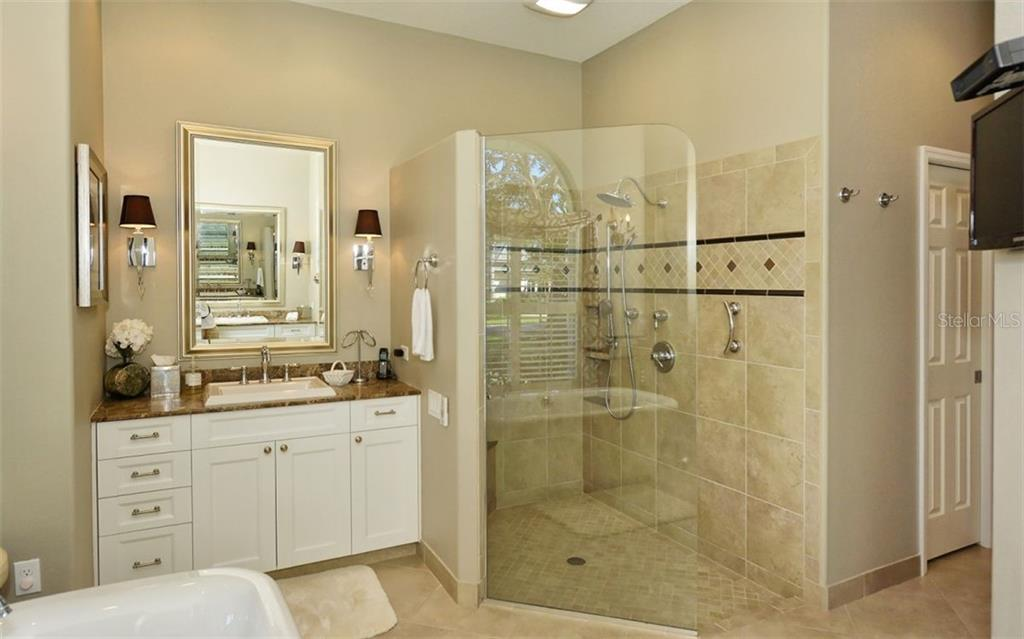 Master bathroom - Single Family Home for sale at 462 Sherbrooke Ct, Venice, FL 34293 - MLS Number is A4418225