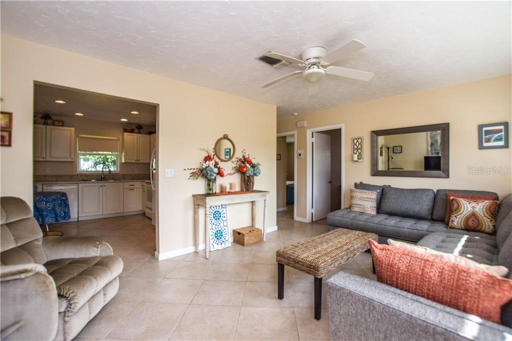 Inventory - Single Family Home for sale at 4303 Teakwood Cir, Bradenton, FL 34208 - MLS Number is A4418407