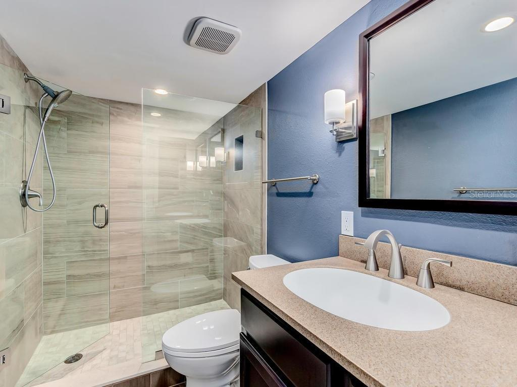 Guest bath fully renovated with hidden extra closet. - Condo for sale at 33 S Gulfstream Ave #706, Sarasota, FL 34236 - MLS Number is A4419314