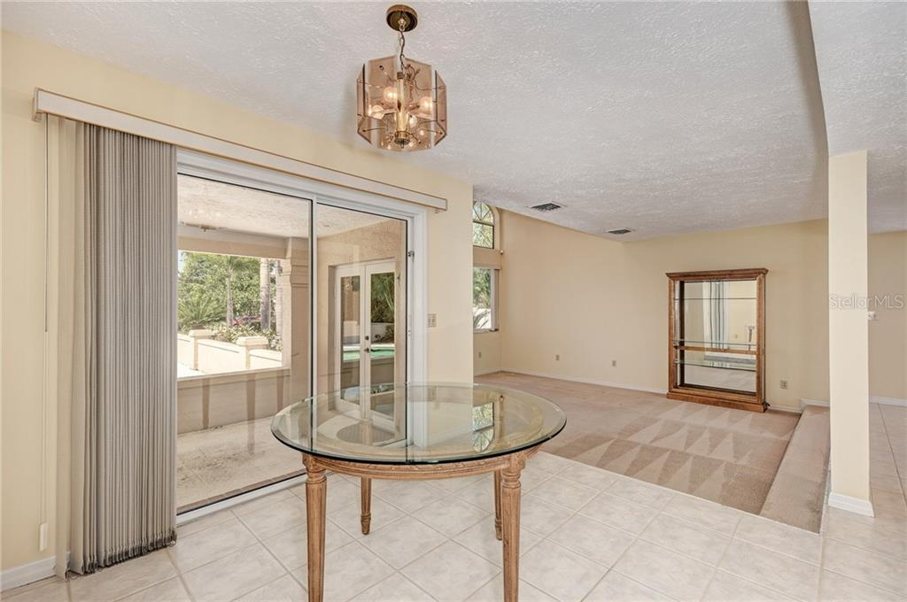 OPEN FLOOR KITCHEN & BRAKFAST NOOK - Single Family Home for sale at 5110 Sun Cir, Sarasota, FL 34234 - MLS Number is A4420424