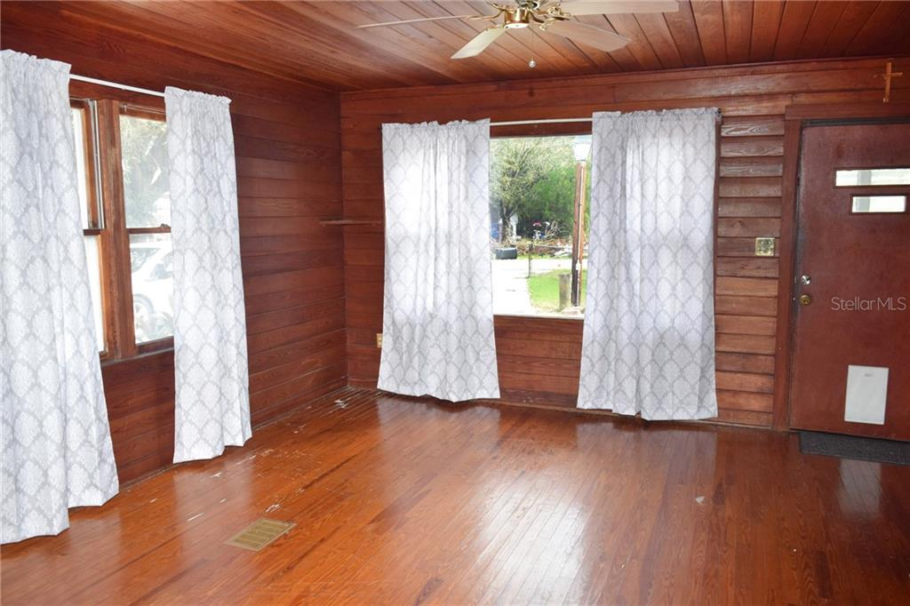 Single Family Home for sale at 3504 46th St E, Bradenton, FL 34208 - MLS Number is A4420541
