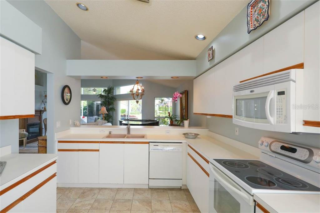 Single Family Home for sale at 4431 Ascot Cir S, Sarasota, FL 34235 - MLS Number is A4421634