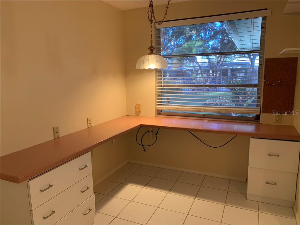 Convenient office space and nice view outside kitchen window - Villa for sale at 1528 Stafford Ln #1210, Sarasota, FL 34232 - MLS Number is A4421860