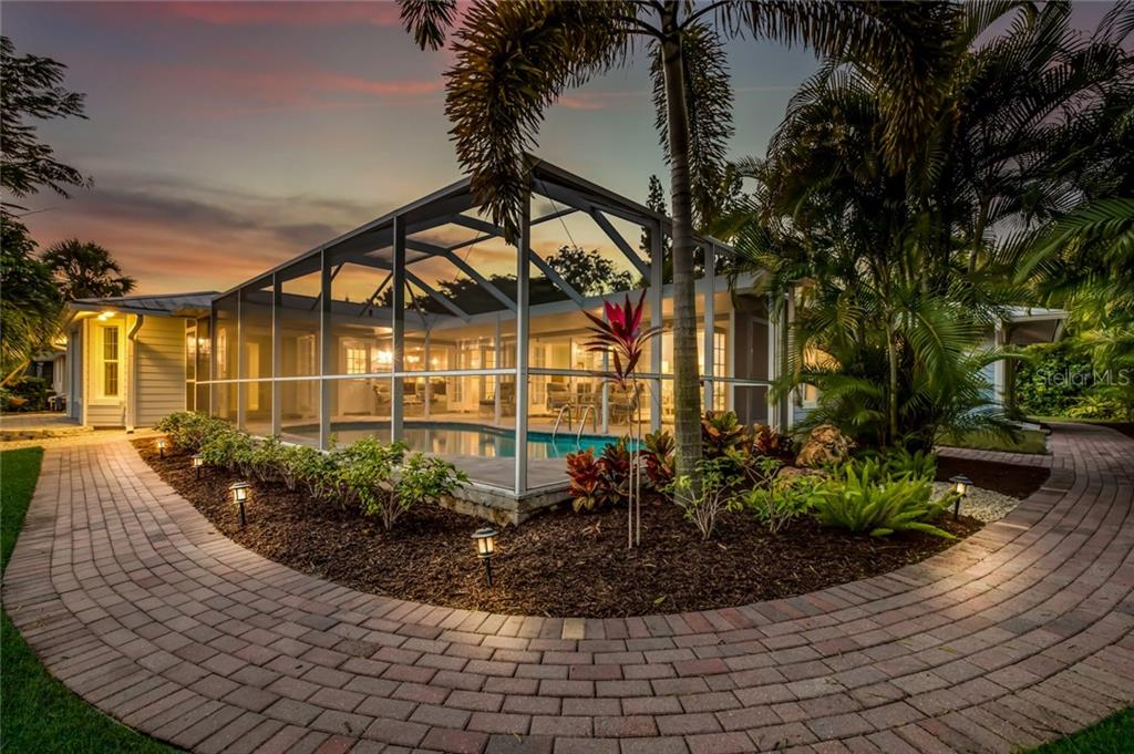 Single Family Home for sale at 820 Siesta Key Cir, Sarasota, FL 34242 - MLS Number is A4424412