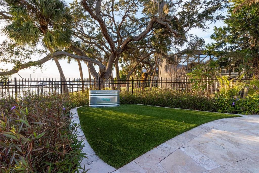 Single Family Home for sale at 1540 Hillview Dr, Sarasota, FL 34239 - MLS Number is A4424458