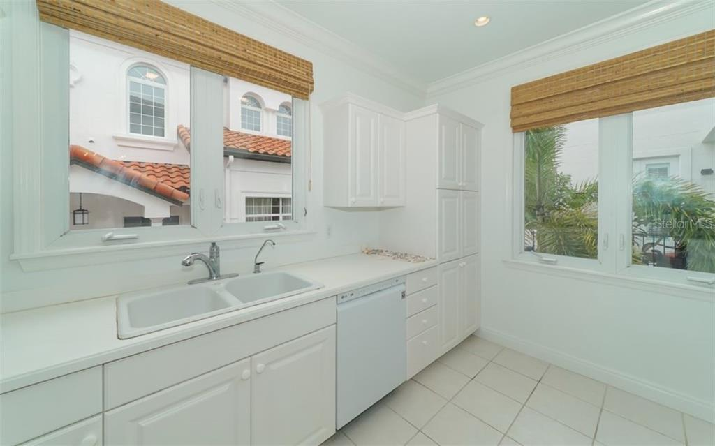 Plenty of storage in this kitchen. - Condo for sale at 1283 Fruitville Rd #a, Sarasota, FL 34236 - MLS Number is A4426039
