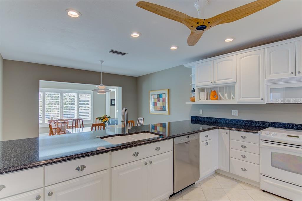 Kitchen - Single Family Home for sale at 622 Dundee Ln, Holmes Beach, FL 34217 - MLS Number is A4426329