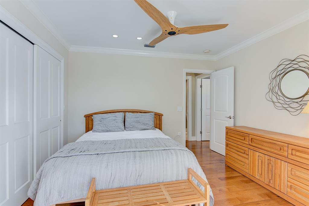 Guest Bedroom 3 - Single Family Home for sale at 622 Dundee Ln, Holmes Beach, FL 34217 - MLS Number is A4426329