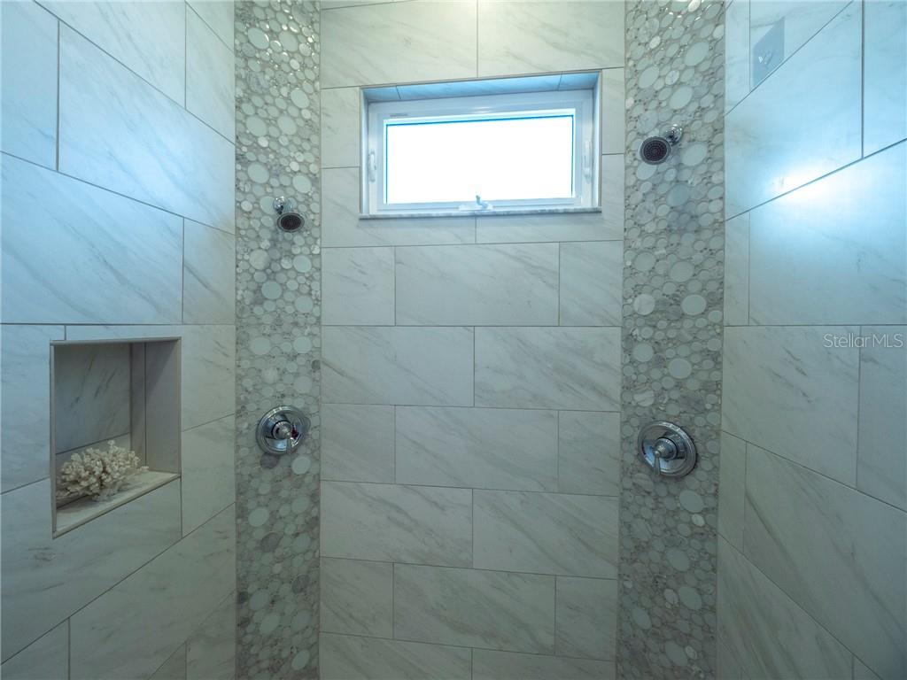 His & Hers Dual shower heads - Single Family Home for sale at 3611 4th Ave Ne, Bradenton, FL 34208 - MLS Number is A4426978