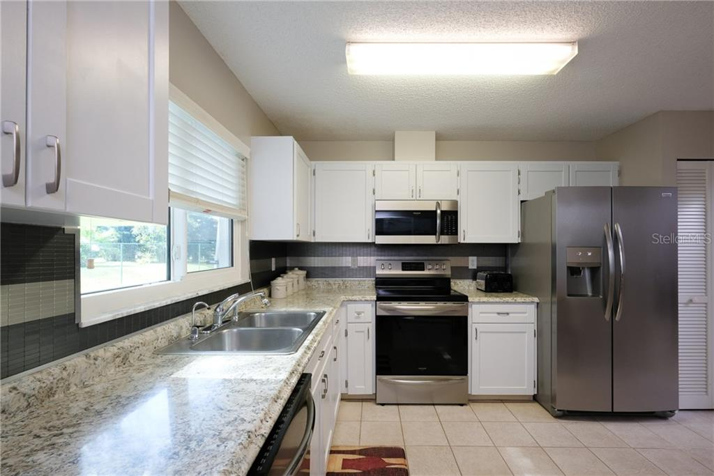 Single Family Home for sale at 5839 Garden Lakes Dr, Bradenton, FL 34203 - MLS Number is A4427618