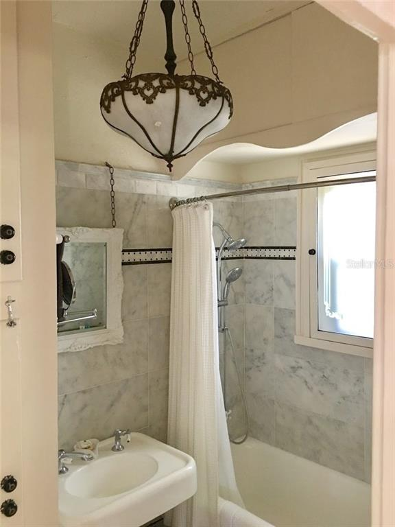 2nd bathroom - Single Family Home for sale at 707 N Osprey Ave, Sarasota, FL 34236 - MLS Number is A4429678