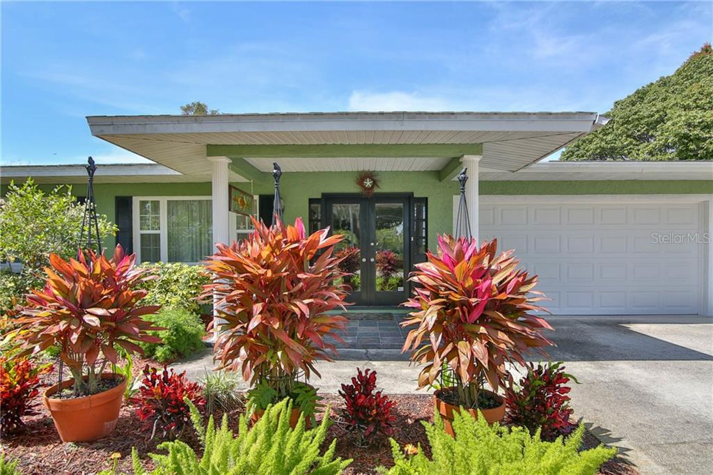 Single Family Home for sale at 1008 59th St Nw, Bradenton, FL 34209 - MLS Number is A4430351