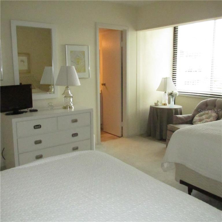 guest bedroom with sitting area - Condo for sale at 1125 W Peppertree Dr #603, Sarasota, FL 34242 - MLS Number is A4430690