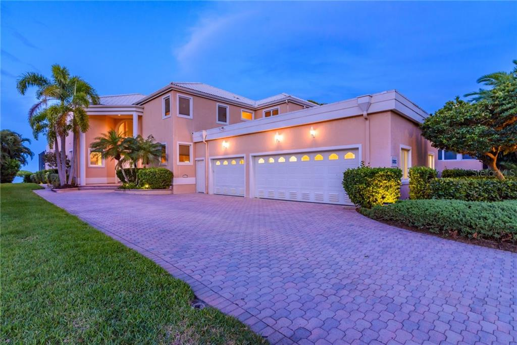 Single Family Home for sale at 3510 Mistletoe Ln, Longboat Key, FL 34228 - MLS Number is A4432906
