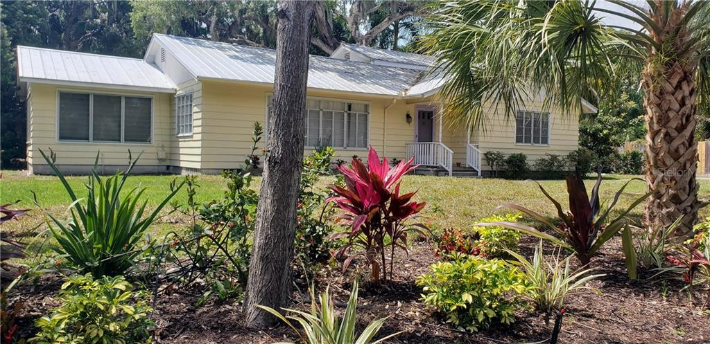 Single Family Home for sale at 3001 Bay Shore Cir, Sarasota, FL 34234 - MLS Number is A4433152