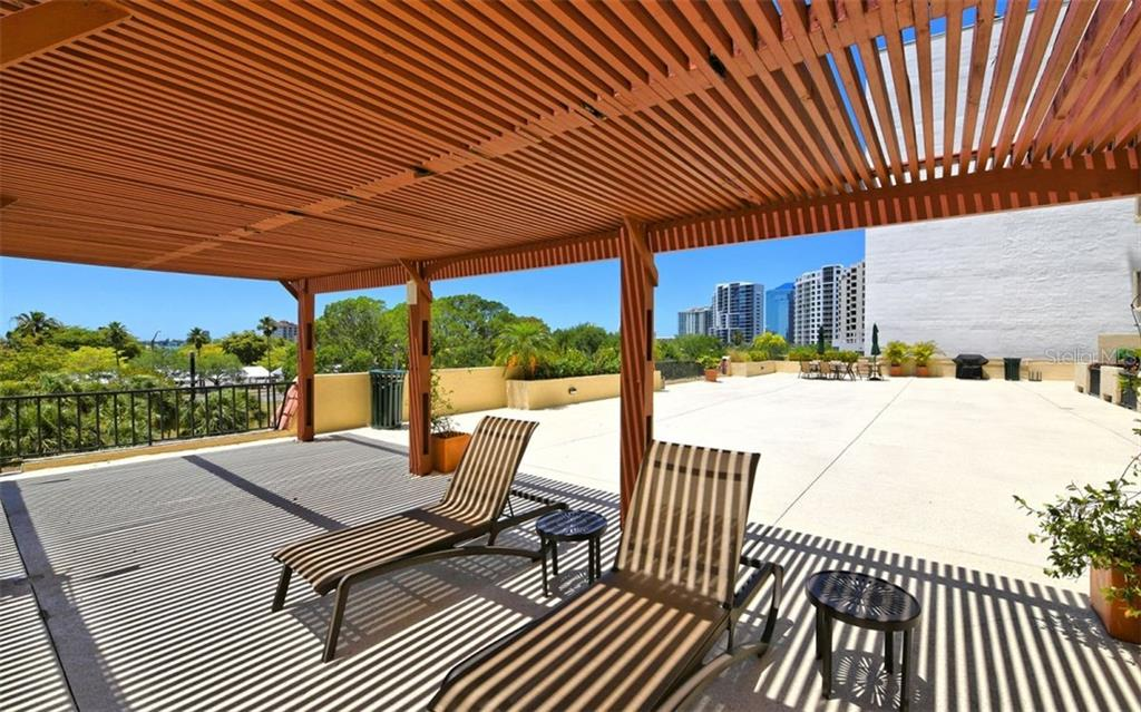 Spacious & renovated pool & outdoor community area - 4th floor - Condo for sale at 101 S Gulfstream Ave #6d, Sarasota, FL 34236 - MLS Number is A4434802
