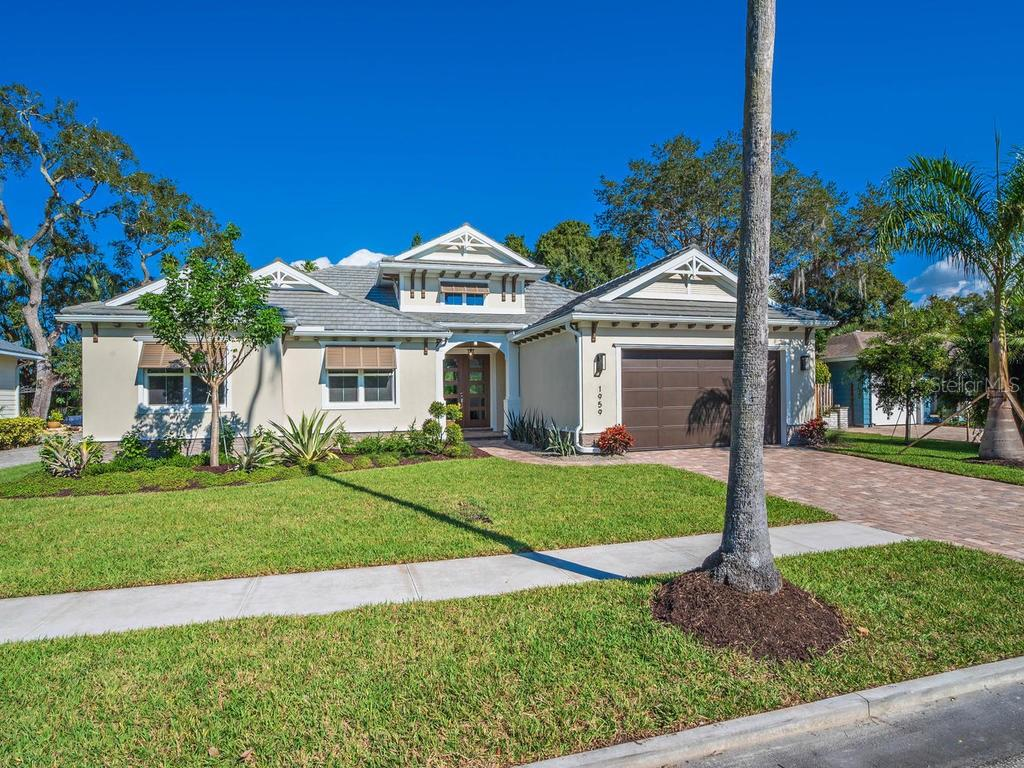 Single Family Home for sale at 1959 Hibiscus St, Sarasota, FL 34239 - MLS Number is A4434816