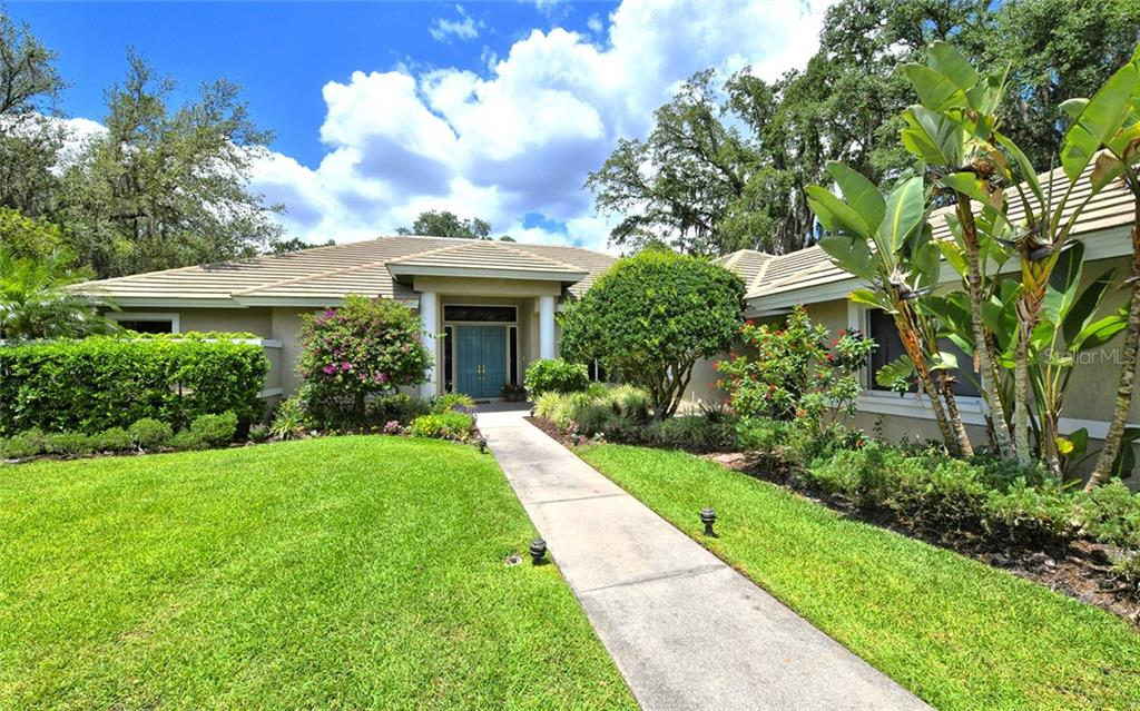 HOA - Single Family Home for sale at 2914 Dick Wilson Dr, Sarasota, FL 34240 - MLS Number is A4434946