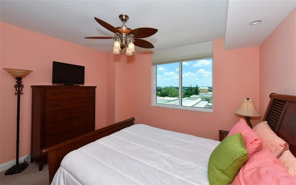Master bedroom - Condo for sale at 800 N Tamiami Trl #602, Sarasota, FL 34236 - MLS Number is A4436915